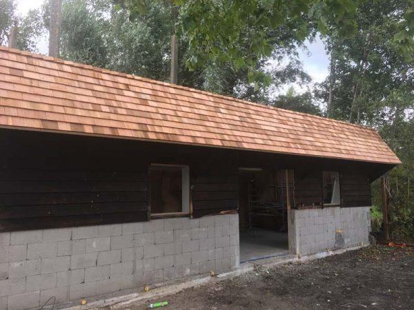 Red Cedar houten dakshingles plaatsen